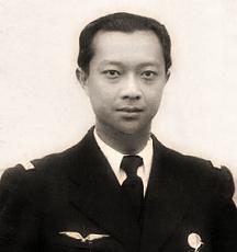 Mon grand-père, SAR le Prince Sisowath Monipong en uniforme de sous-lieutenant de l'armée de l'air française en août 1939