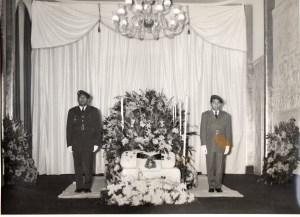 Chapelle ardente pour la dépouille du Prince Sisowath Monipong dressée dans le Grand Salon de la Résidence de l'Ambassade Royale du Cambodge à Paris. Septembre 1956
