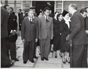 De gauche à droite, Son excellence Au Chheng, Ambassadeur du Cambodge en Grande-Bretagne, SAR le Prince Norodom Norindeth, le Prince Sisowath Pongmoni, SAR la Princesse Norodom Wathanary, SAR la Princesse Norodom Ping Peang Yukanthor, SAR le Prince Sisowath Essaro